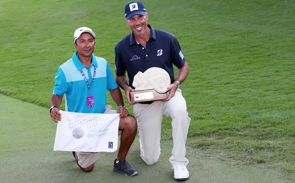 matt-kuchar-hires-local-caddie-to-win-mayakoba